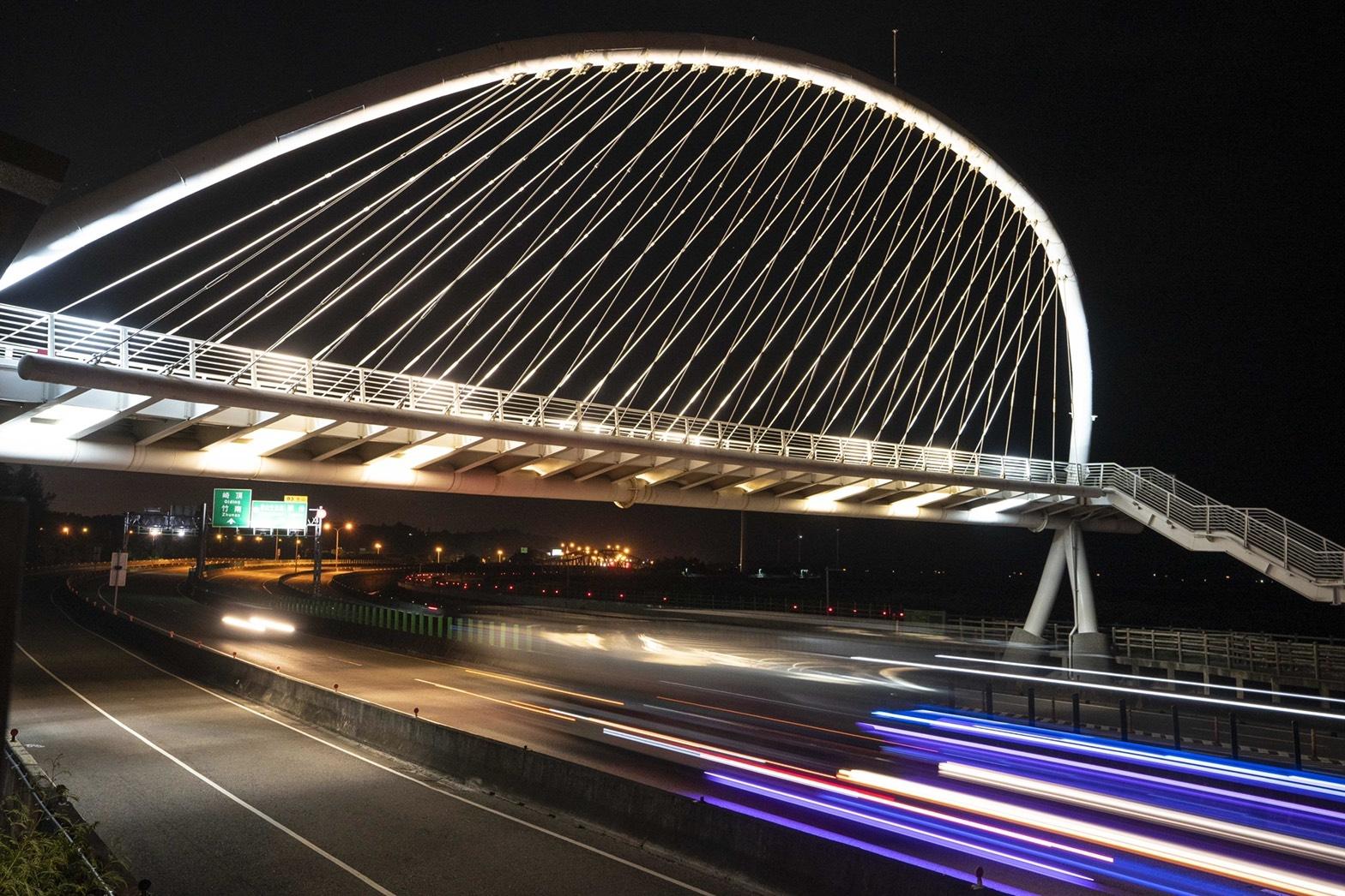 1.豎琴橋更換18盞燈具,夜景更美麗
