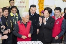 Premier Lai and Mayor Lin visited Leling Hsinchu City Branch.1
