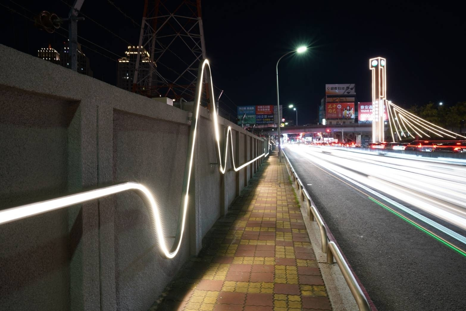 Electrocardiogram projection mapping lights up the wall of Taiwan Power Company